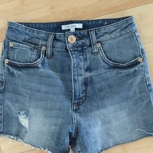 STS Blue size 25 shorts